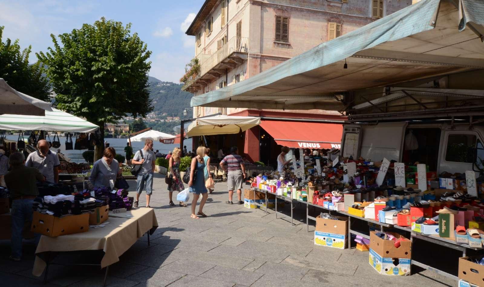Stadens marknad som arrangeras varje vecka