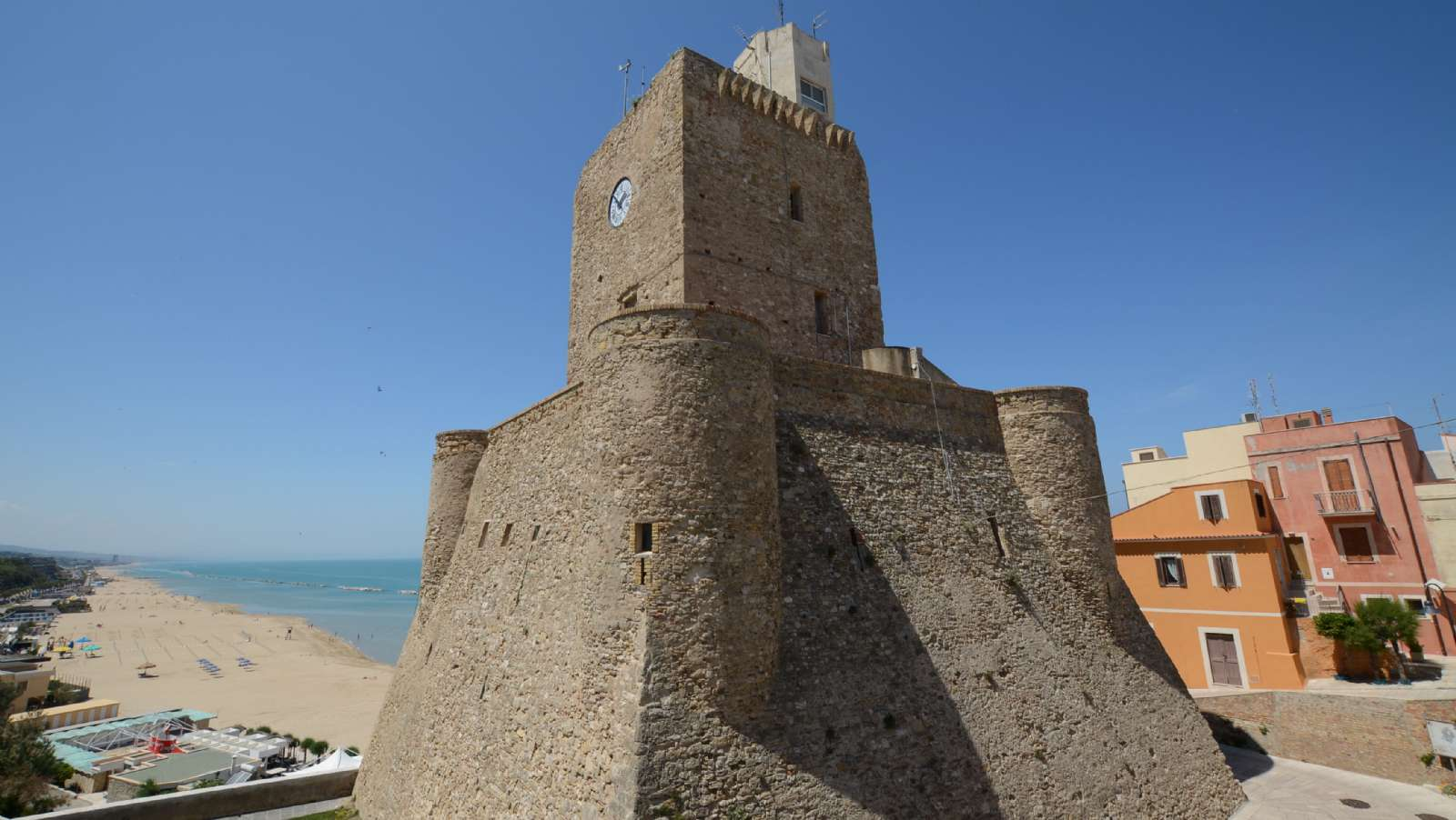 Den uindtagelige borg Castello Svevo