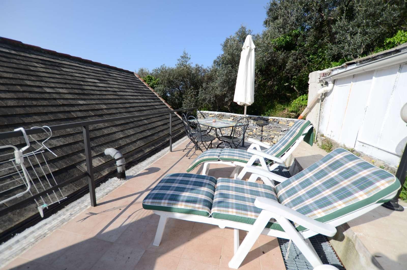 Privat terrasse til en af lejlighederne