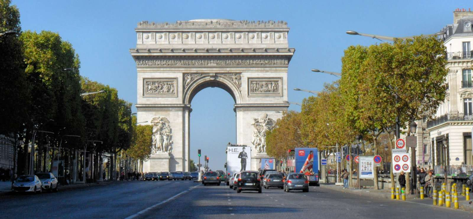 Napoleons triumfbåge vid slutet av Les Champs-Elysées