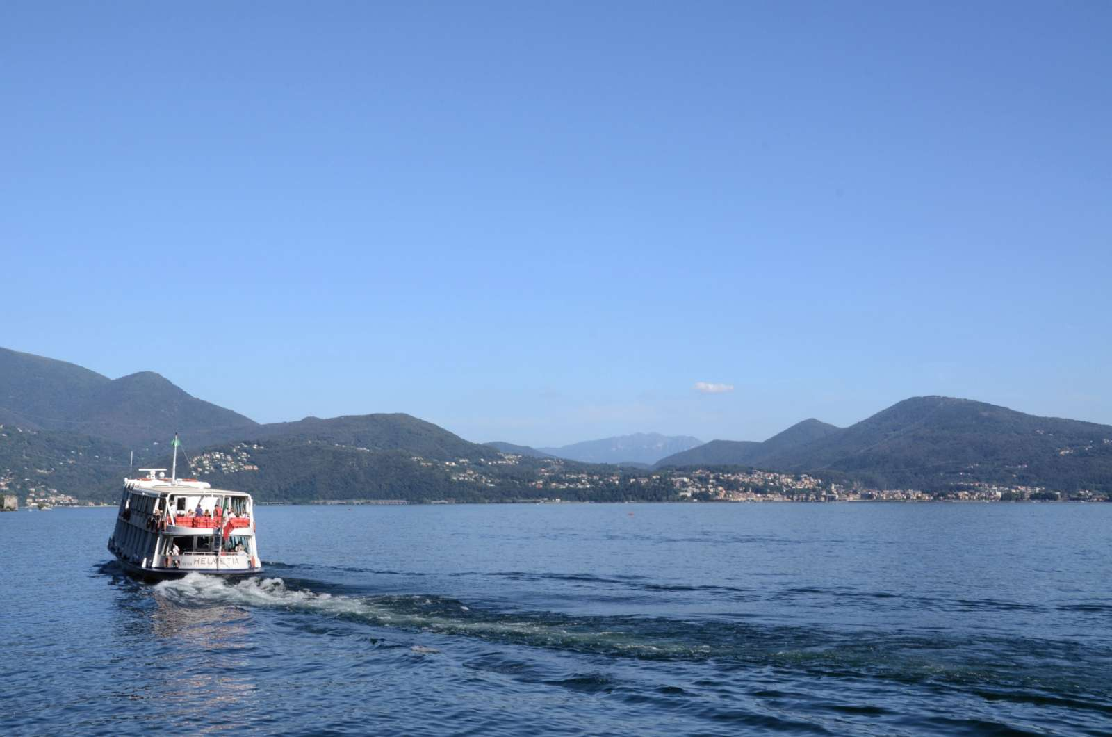 Sail between the beautiful towns on Lake Como