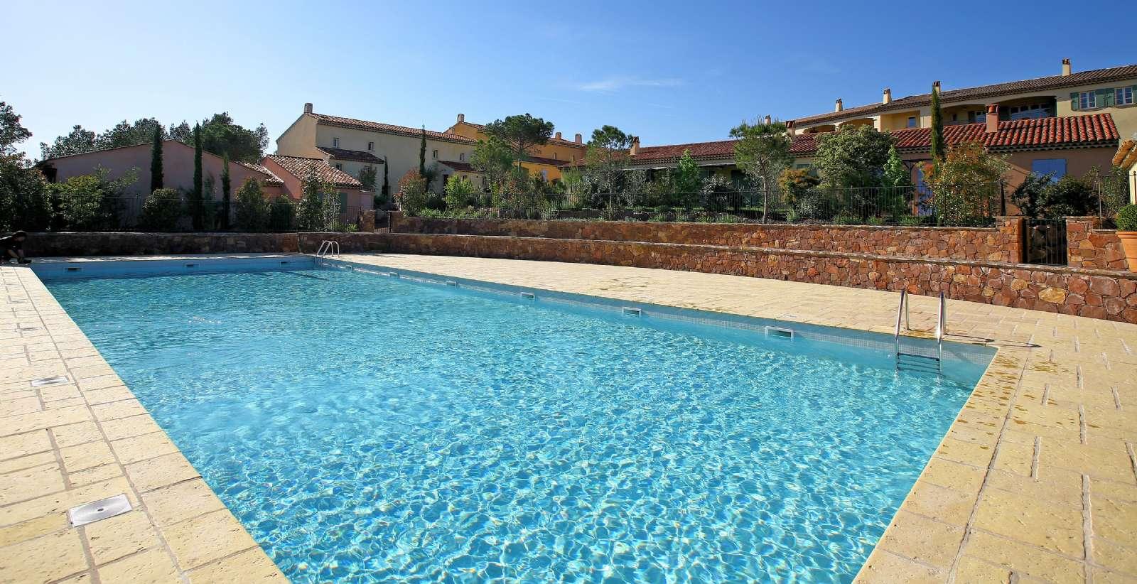 Lägenheter med gemensam pool
