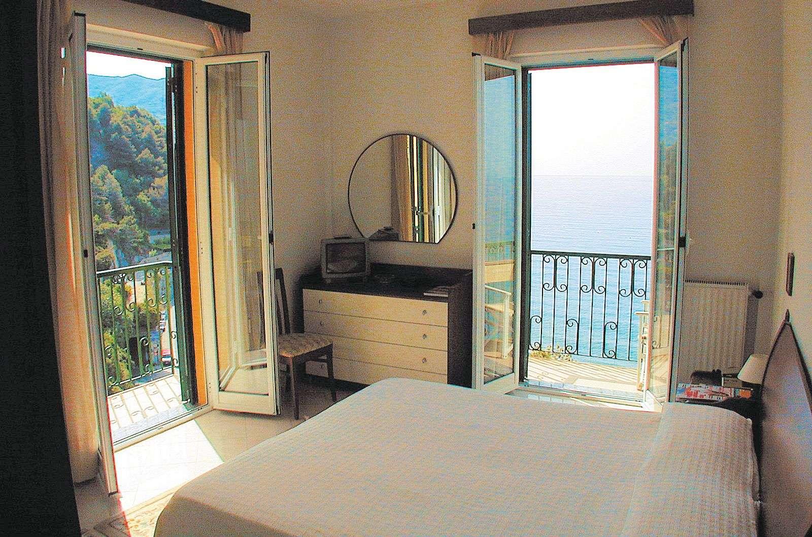 Detta är ett Classic-rum (alltså med balkong och havsutsikt, men utan ac)