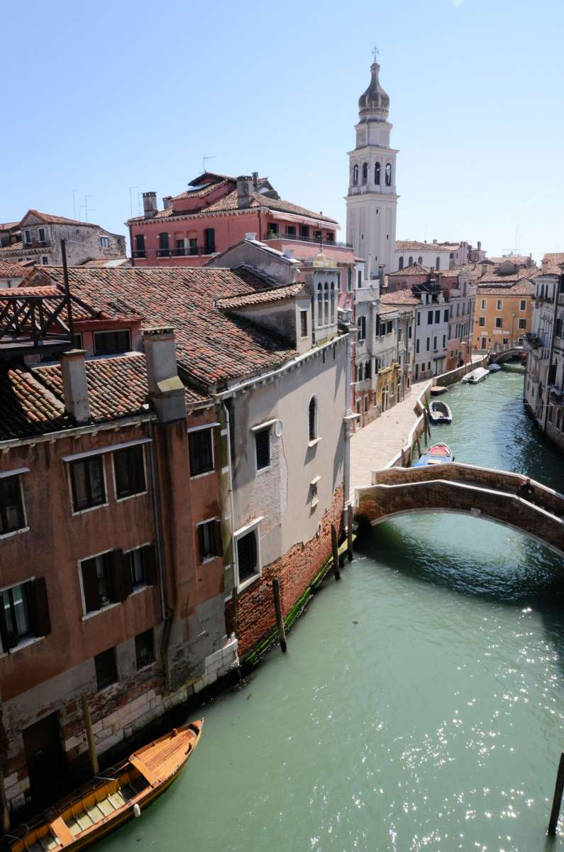 En av byens utallige kanaler