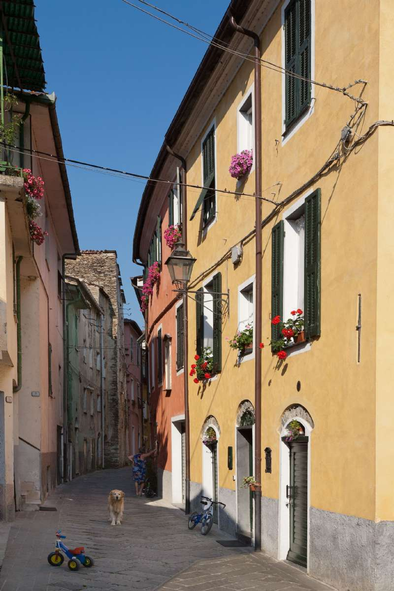 The village's alleyways called 'caruggi' the local dialect