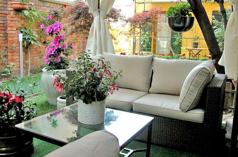 Gemensam paviljong med lounge möbler