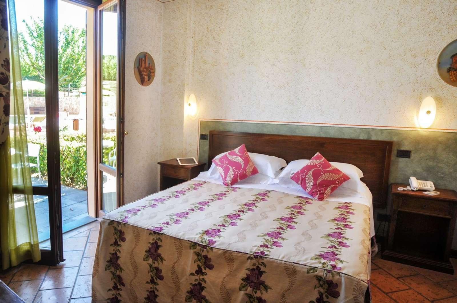 Værelse i stueetagen med terrasse