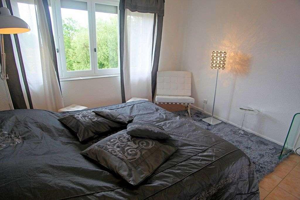 Eksempel p&aring; <a href=http://www.in-france.dk/frankrig/provence-alpes-cote-dazur/barjac/hotel-le-mas-du-terme/r/27395/>Charme</a>