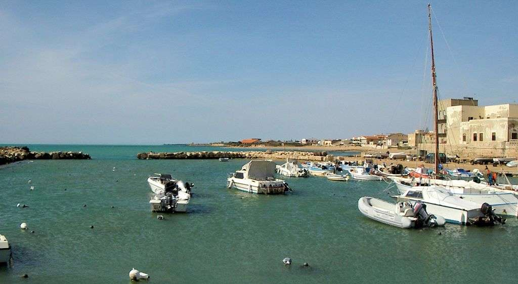 Der Hafen in Punta Secca