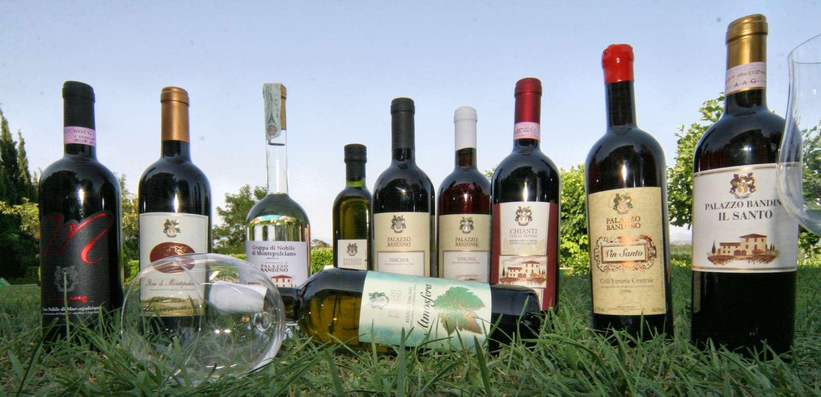 G&aring;rdens viner, <em>grappa</em> och det ber&ouml;mda <em>vin santo</em>.