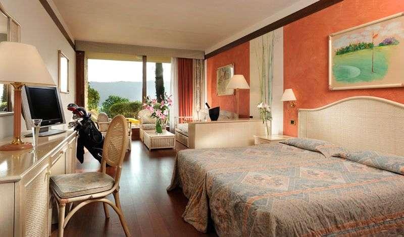 Exempel på Junior Suite med balkong och sjöutsikt