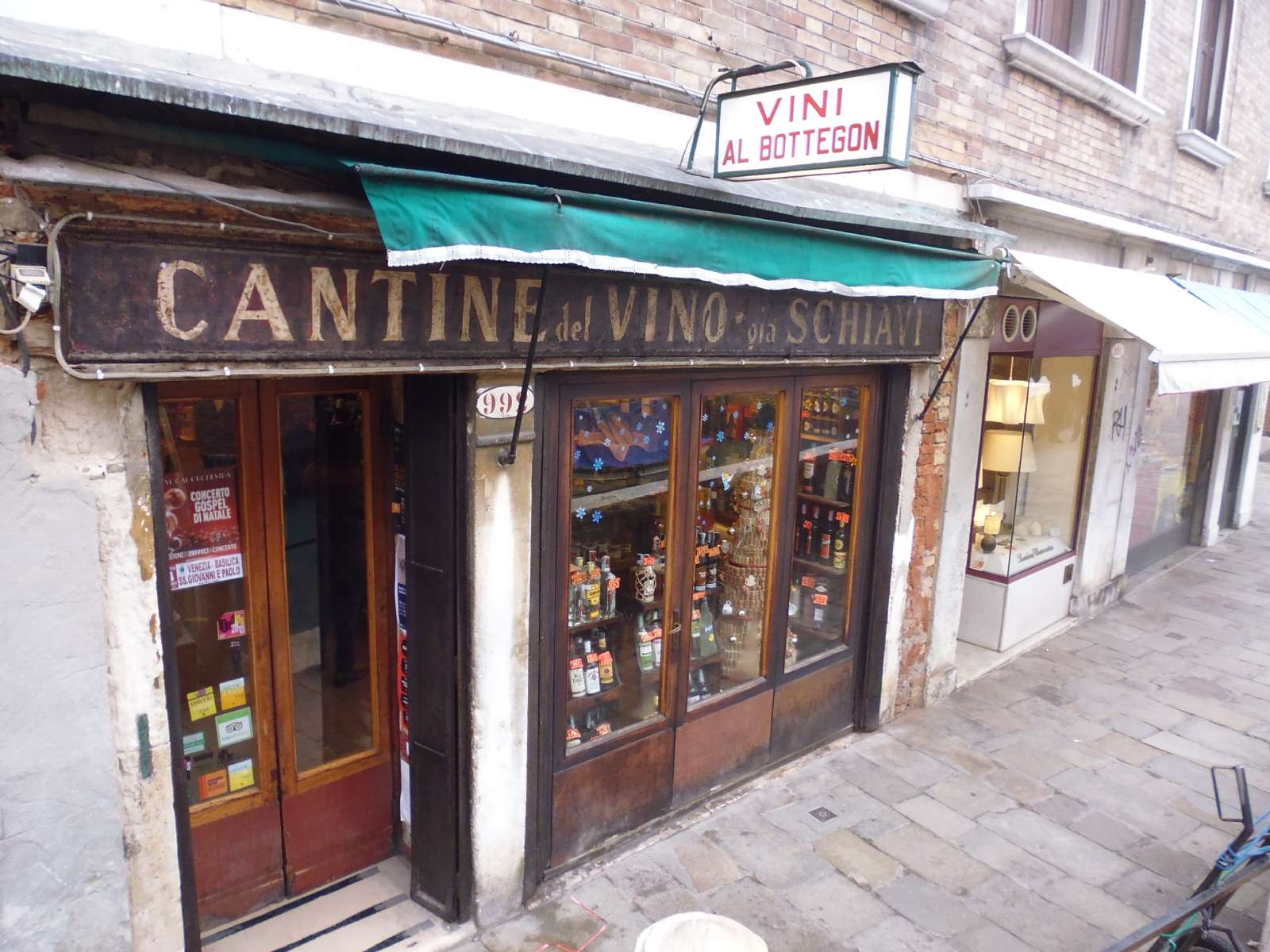 En av Venezias pittoreske gamle butikker