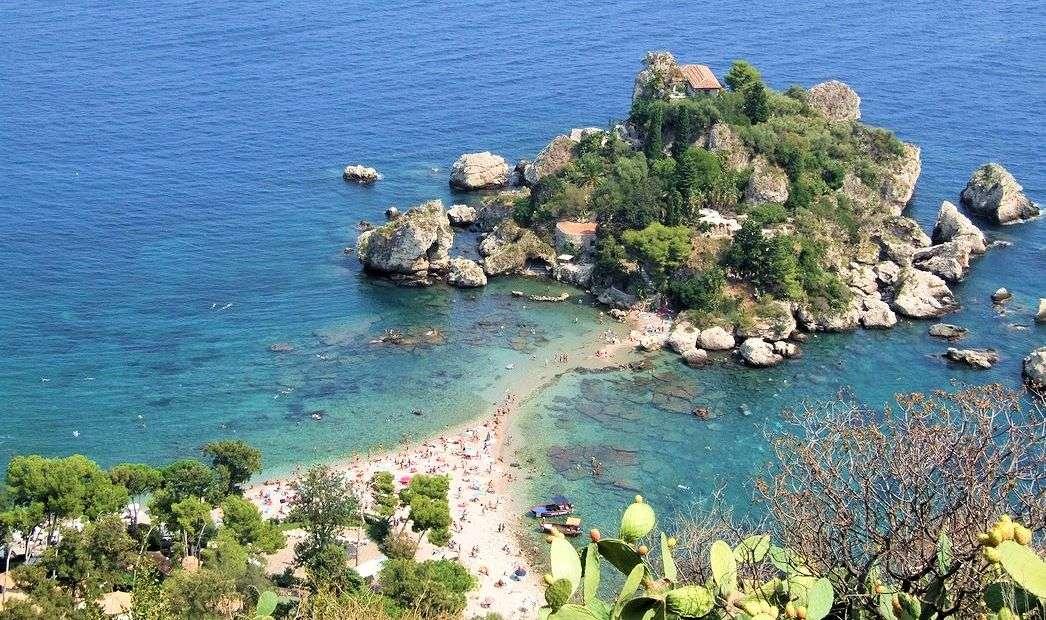 Den lilla ön Isola Bella utanför Taormina