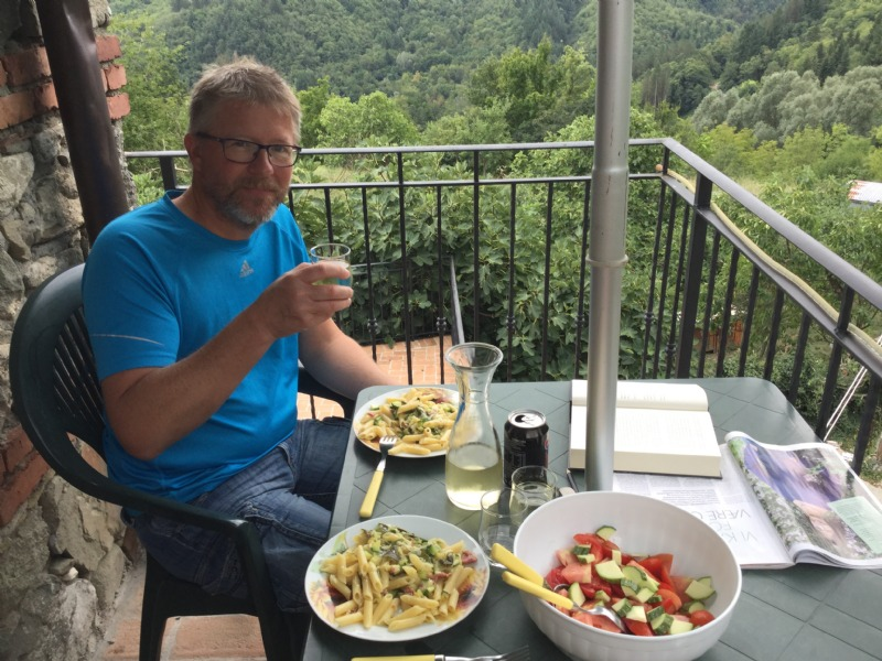 Arno eating lunch, delicious tomatoes from the kitchen garden and pasta.